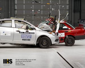 iihs-ncap-cf16004-crash